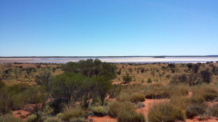 Соленое озеро в пустынях Австралии